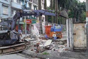 Hà Nội: Bức tường 'tử thần' chính thức bị tháo dỡ