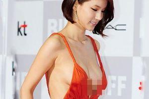 Loạt 'huyền thoại trang phục' tai tiếng xứ kim chi