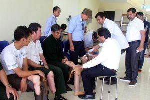 Hỗ trợ 250 người khuyết tật Yên Bái lắp chân giả