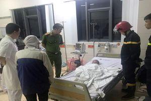 Cứu một bé trai 3 tuổi ngất lịm trong đám cháy dữ dội ở Bắc Ninh
