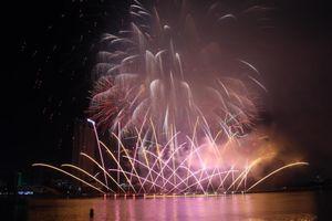 Mãn nhãn những màn trình diễn pháo hoa trên sông Hàn