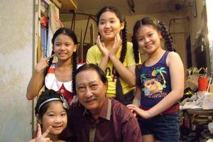 Cảm động nhìn lại hình ảnh cố nghệ sĩ Lê Bình với các cháu thiếu nhi