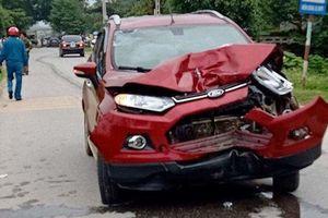 Thanh Hóa: ô tô đâm xe máy, 3 người thương vong