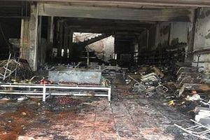 Phú Thọ: Lửa bao trùm ngôi nhà, cửa hàng tạp hóa bị thiêu rụi