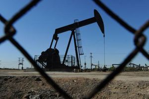 Giá dầu thế giới: sụt sâu gần 4% về 56USD/thùng