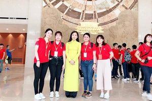 Đoàn đại biểu thanh niên Hồng Kông, Trung Quốc thăm quan Cung hữu nghị Việt - Trung