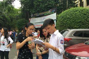 Kỳ thi vào lớp 10 tại Hà Nội: Phụ huynh đứng ngồi không yên