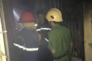Nghe tin 1 bé trai mắc kẹt trong đám cháy, chiến sỹ Công an lập tức lao vào