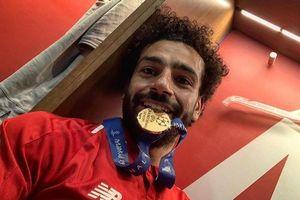 Cầu thủ Liverpool ăn mừng cuồng nhiệt chức vô địch trong phòng thay đồ
