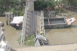 'Cầu 8 tấn, xe tải chở khoảng 30 tấn không sập mới lạ'