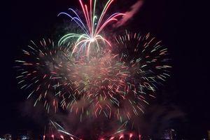 Ngoạn mục đêm khai mạc Lễ hội Pháo hoa Đà Nẵng