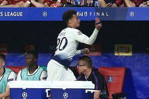 Chung kết Champions League: Hành động cục súc đến khó tin của Dele Alli khi bị rút ra khỏi sân