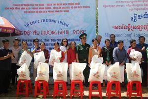 Khám bệnh, cấp thuốc miễn phí và tặng 700 suất quà cho người nghèo