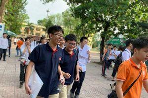 Thi vào lớp 10 ở Hà Nội: Đề Toán không quá khó, thí sinh vui vẻ