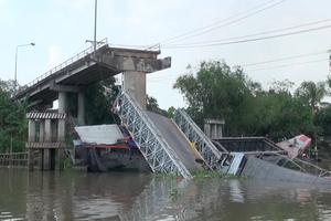 Vụ sập cầu Tân Nghĩa: Xe tải gần 30 tấn qua cầu 8 tấn