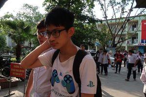 Tuyển sinh lớp 10 ở Hà Nội: Đề Toán khó nhằn, sẽ khan hiếm điểm 10