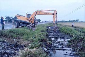 Hải Phòng: Truy tìm 2 nghi phạm đổ trộm chất thải hóa chất ra kênh nước khiến người dân bị bỏng