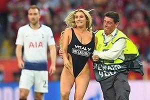 'Kiều nữ' phá đám trận chung kết Champions League 2019 là ai