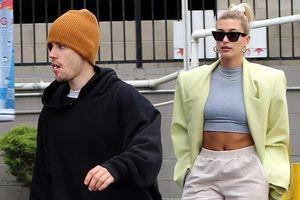 Justin Bieber và vợ vui vẻ dạo phố cuối tuần khi bị đồn vẫn yêu Selena