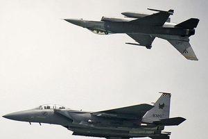 Singapore đưa 2 F-15 hộ tống máy bay chở khách báo động bom