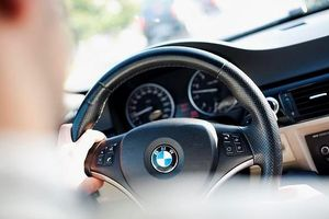Cầm lái BMW có khả năng rất cao phạm luật giao thông?