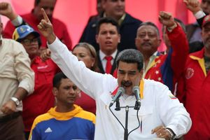 Venezuela thừa nhận nền kinh tế sụp đổ