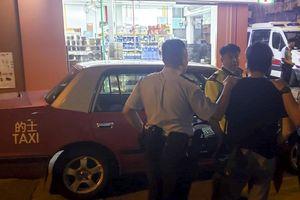 Cảnh sát Hồng Kông cải trang bắt tài xế chặt chém