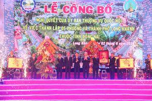 Ông Võ Văn Thưởng trao Nghị quyết thành lập TP.Long Khánh – Đồng Nai