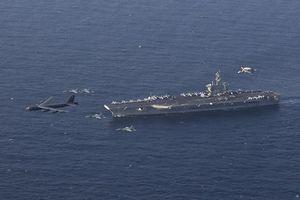 Chiến hạm, máy bay ném bom Mỹ tập trận ở 'cửa ngõ' Iran