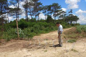 Lập hàng rào sắt để bảo vệ tài nguyên