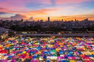 Cháy chợ Chatuchak của Thái Lan, hàng trăm quầy hàng bị thiêu rụi