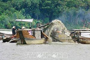 Phát hiện 6 đối tượng hút trộm cát sông Bồ