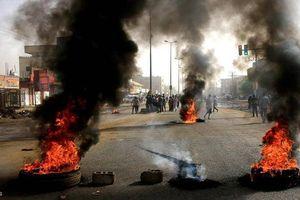 Sudan bất ổn leo thang, 13 người chết khi đi biểu tình