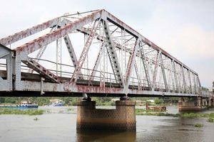 Cầu sắt Phú Long tuổi thọ 100 năm đang chính thức bị tháo dỡ