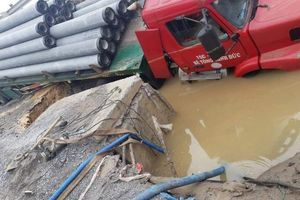 Khắc phục sự cố vỡ đường ống nước sạch cấp cho 3 quận của Hà Nội