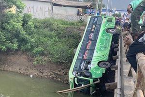 Xe khách lao xuống sông ở Thanh Hóa: Thêm một người chết, xe ngắt tín hiệu
