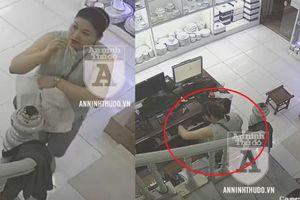 'Nữ quái' lừa đảo, trộm cắp tinh vi, qua mặt cả 2 nhân viên bán hàng