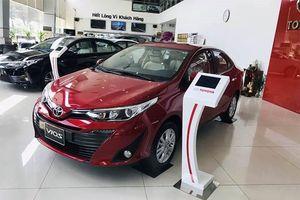 Giá Toyota Vios và Wigo đồng loạt giảm mạnh tại đại lý