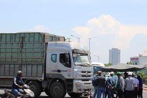 Va chạm với xe tải, một phụ nữ chết thảm tại vòng xuyến