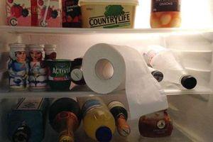 Ngỡ ngàng khi biết lý do con dâu bỏ giấy ăn vào tủ lạnh