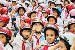 Hà Nội trao tặng mũ bảo hiểm cho trẻ em năm 2019 với chủ đề 'Giữ trọn ước mơ'