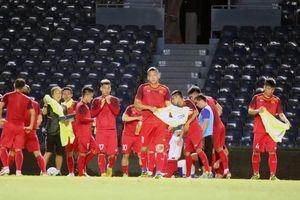 Tuyển Việt Nam làm quen với sân đấu chính thức của King's Cup 2019