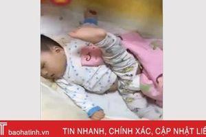 Cười ngả nghiêng với những tư thế ngủ 'có một không hai' của lũ nhóc tì
