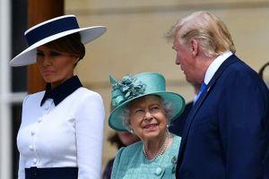 Bà Melania 'chữa ngượng' cho ông Trump trong tình huống hài hước