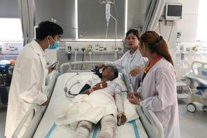 Cứu 3 cha con bị bỏng nặng do nổ bình gas