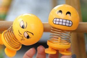 Lò xo mặt cười đang gây sốt thế nào?