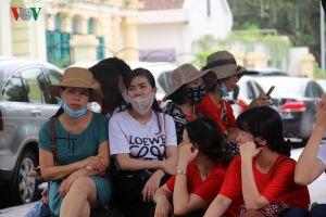 Hàng trăm giáo viên hợp đồng tới phòng tiếp dân của Hà Nội kêu cứu