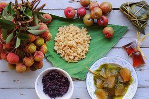 Tết Đoan Ngọ, cơm rượu nếp và hoa quả đắt hàng