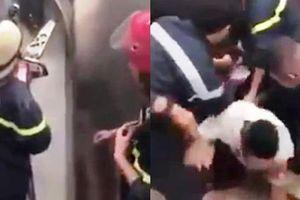 Clip: Cảnh sát phá cửa thang máy trong chớp mắt, giải cứu 21 người mắc kẹt