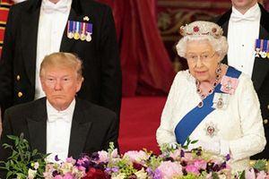 Donald Trump thăm Anh: Rượu ngọt Hoàng gia, tiếng la dân chúng